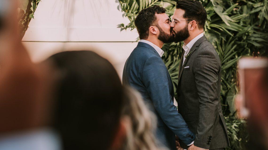 Casais LGBTI+, vocês sabem o que é necessário para casar?