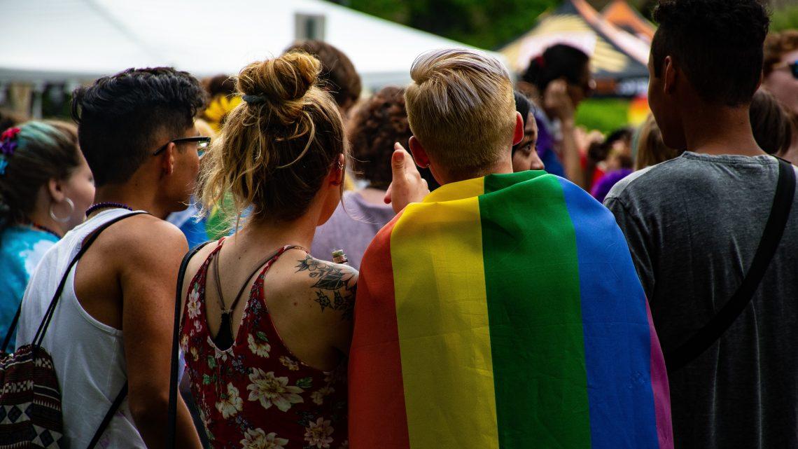 Empresas LGBTfóbicas poderão ter alvará caçado