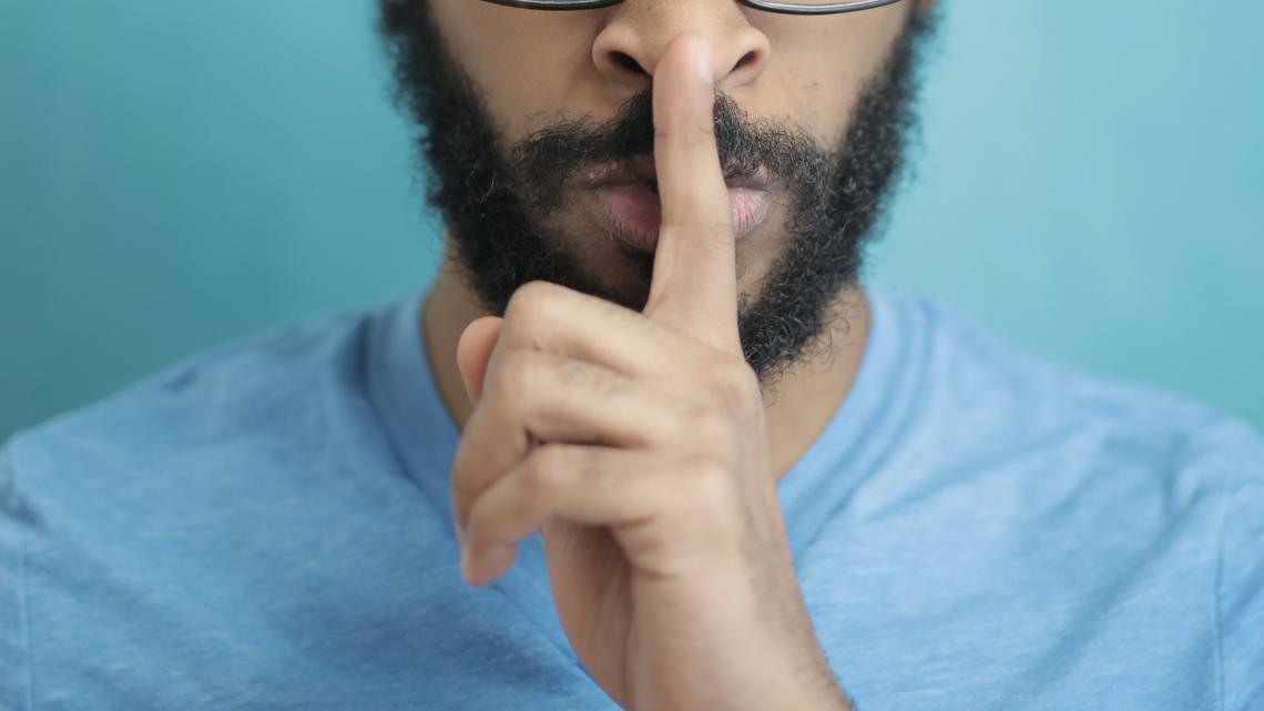 Três perguntas transfóbicas que você deveria cortar do seu dia a dia